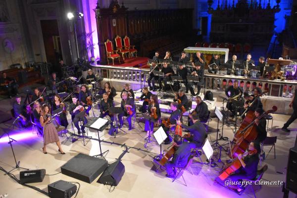 Presentando Lorenzo Campani e l'Orchestra della Magna Grecia. Cattedrale di Molfetta, settembre 2018.